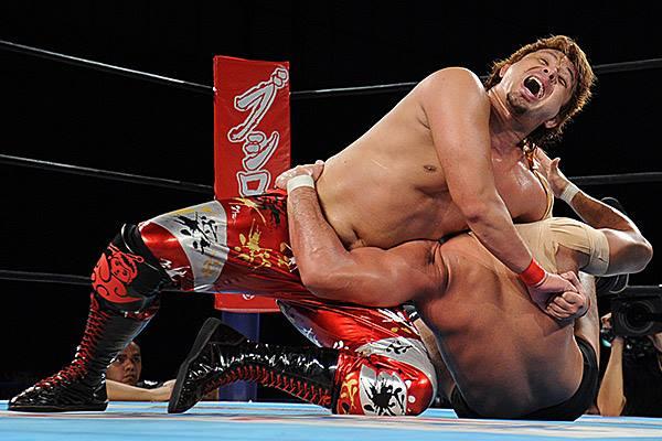 【新日本プロレス】YOSHI-HASHIが渾身のバタフライロックで柴田を絞る!!
