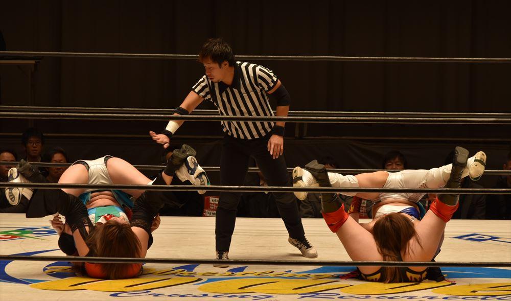 【プロレスリングWAVE】桜花・宮崎のチャンピオンチームが有言実行の恥ずかし固めをダブルで披露、世羅・雪妃が餌食に!その他全試合結果!
