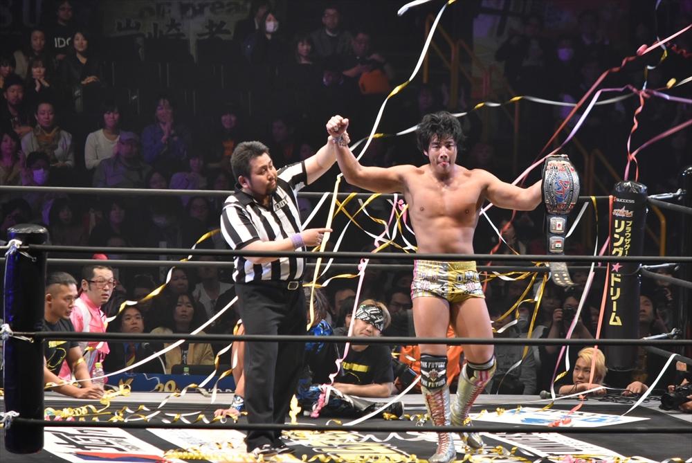 【DDTプロレスリング】30分を超す激闘の末、竹下幸之介がHARASIMAからクロスアーム式ジャーマン・スープレックス・ホールドでKO-D王座奪取!