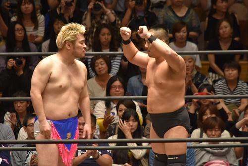 【DDT プロレスリング】プロレス版「本能寺の変」は裏切りが多発、最後は高木大社長が勝利!試合後ディーノが両国で一騎打ちを要望!!