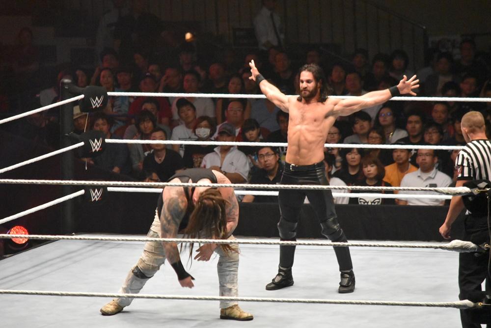 【WWE Live Tokyo】<7.1両国>セス・ロリンズが怪奇派ブレイ・ワイアットを得意技キングスレイヤーで仕留める!!