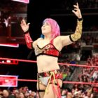 【WWE】<RAW25周年記念大会>アスカ、8人タッグマッチ戦に勝利!試合後、チームメンバーと勝利を祝うも突然アスカがメンバーを襲撃!!