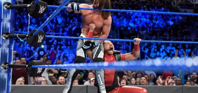 【WWE】中邑真輔がメイン戦に乱入し、背後からAJスタイルズに急所攻撃を見舞う!