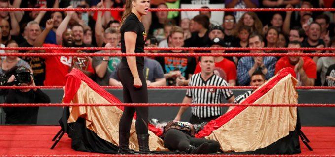【WWE】ロンダ激高!アレクサをテーブル葬も30日間出場停止処分