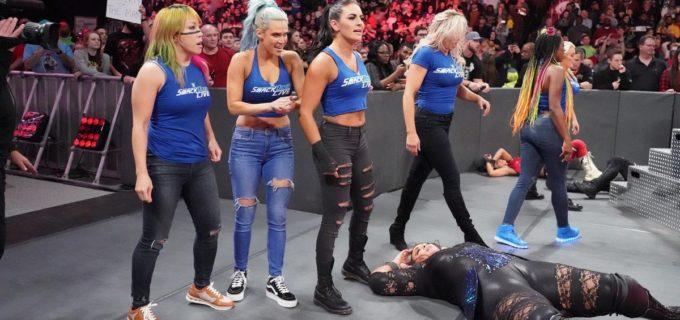 【WWE】ベッキー率いる女子スマックダウン軍がロウを占拠