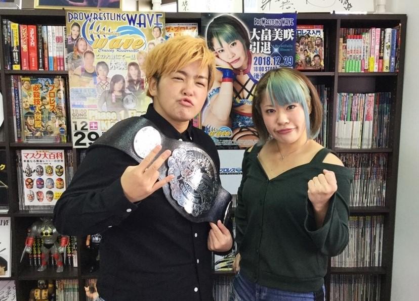 プロレスTODAYに来社した大畠美咲と水波綾