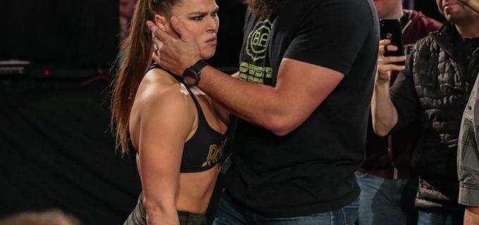 【WWE】王座防衛もロンダ大荒れ!夫トラヴィス・ブラウンも乱闘参加