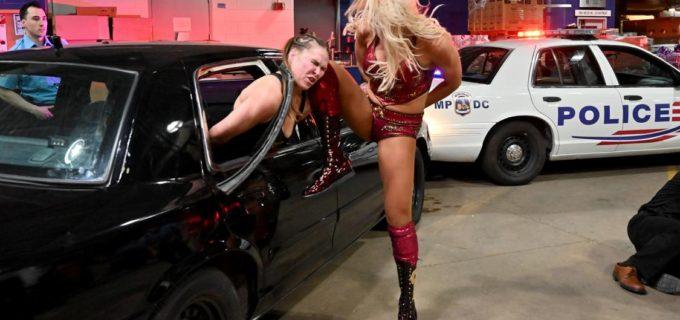 【WWE】手錠をされたロンダ、シャーロット、ベッキーが大乱闘!レッスルマニア女子メイン戦は勝者総取り戦へ