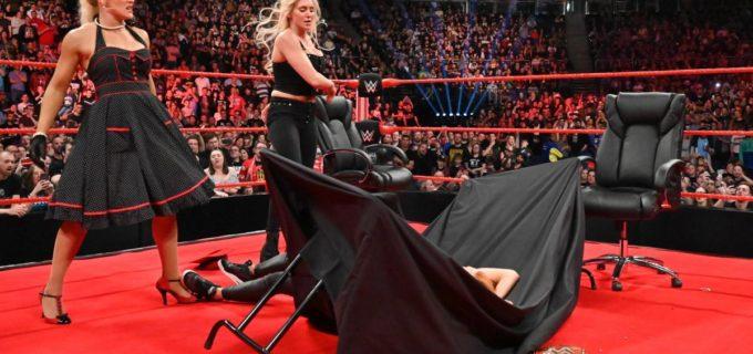【WWE】2冠女子王者ベッキーが調印式でテーブル葬