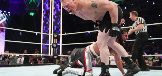 【WWE】王座防衛のロリンズがレスナーをカーブストンプでKO!