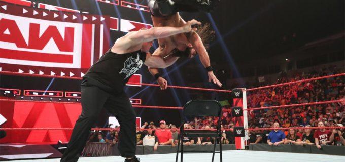 【WWE】王者レスナーがロリンズを襲撃して残忍なF5葬