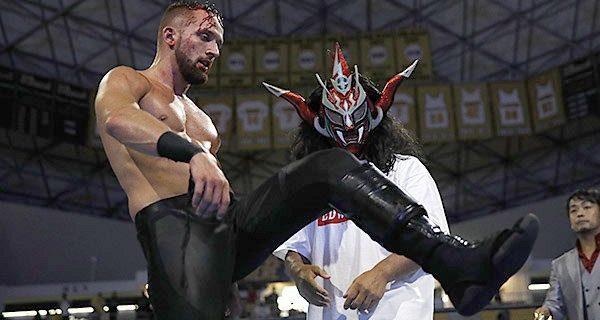 【新日本】『SUPER J-CUP』は衝撃のエンディング!  優勝者・ファンタズモが大暴走…!!   ライガーから手渡されたトロフィーを蹴り飛ばす! オスプレイをトロフィーで殴打!