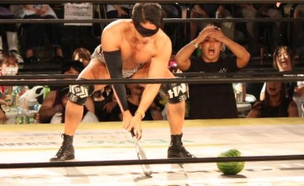 【DDT】真夏のスイカ割りマッチでイケメンが彰人に勝利!次戦はカリスマ佐々木大輔と!更に生き別れの兄弟とタッグを組んでタッグ王座にも挑戦へ!EXTREME級選手権~ビアガーデンプロレス最終日~