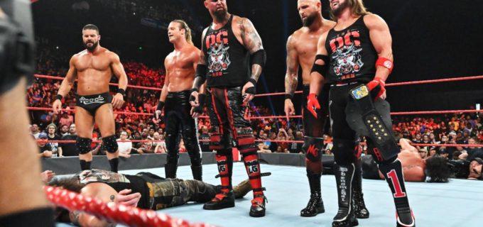 【WWE】The OCらが勝利したロリンズ&ストローマンを襲撃KO!