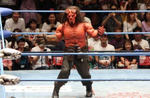 【全日本】アメコミ最大にして最強のダークヒーロー『ヘルボーイ』デビュー戦!破滅の右腕で勝利し地獄のダンスを披露!9月27日の映画公開に弾みをつける