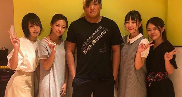 【新日本】人気アイドルYouTuber「URA-KiSS」のチャンネルになんとタイチ選手が出演!「プロレスラーにドッキリ仕掛けたらパンチラインくらった」