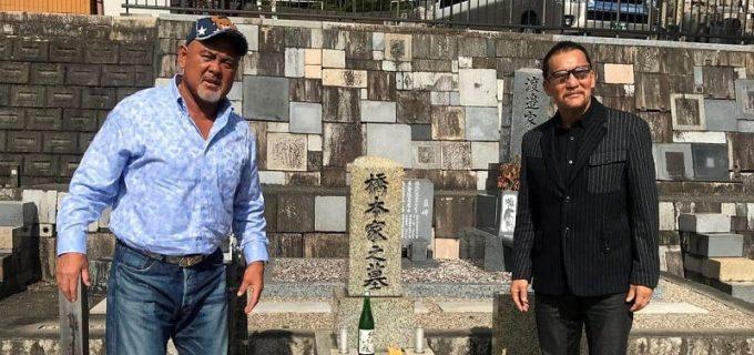 武藤敬司と蝶野正洋が故・橋本真也さんのお墓参りで闘魂三銃士が揃う