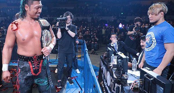 """【新日本】試合後、NEVER新王者と放送席のSHOが一触即発!? 鷹木は「アノヤローが生意気に腕組んで、下から""""上から目線""""で見てるからよ、『ふざけんな、この小僧』と思って、アイツにとことん見せつけるためにやってやった」と語るも「まだまだアイツは顔じゃない」"""
