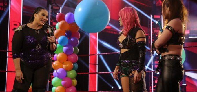 "【WWE】「なめんじゃねえよ」新王者アスカが因縁勃発の""大女""ナイアを罵倒"