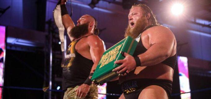 """【WWE】王者ストローマンが""""Mr. MITB""""オーティスのキャッシュインを見破る"""