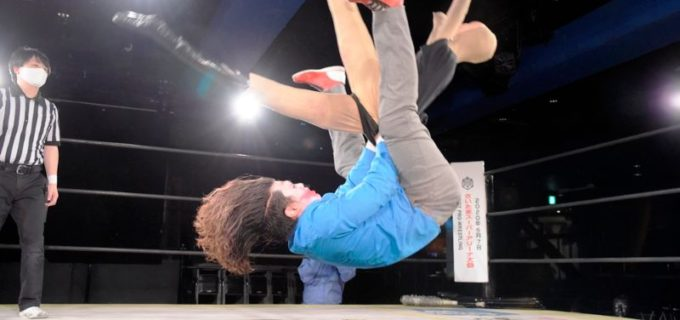 "【DDT】ALL OUTを付け狙う人形ヨシヒコがハードコア戦で勝俣瞬馬を制し""大将""竹下幸之介とのシングル戦が濃厚に!"