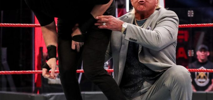 【WWE】フレアーが背後からクリスチャンにローブロー!オートンが非公認戦でクリスチャンをKO