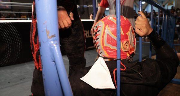 【新日本】矢野通がBUSHIのマスクを場外フェンスに縛り付けリングアウト勝利!SHOはSANADAにBUSHIは矢野通とKOPWでの決着を希望