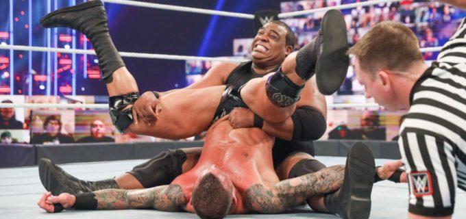 """【WWE】""""リミットレス""""リーが""""毒蛇""""オートンをスピリットボムで撃破"""
