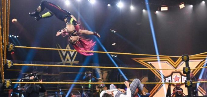【WWE】王者紫雷イオが「痛い目に遭いたいのか」とショッツィ・ブラックハートと火花散らす