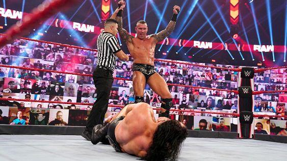 "【WWE】王者マッキンタイアと""毒蛇""オートンの再戦がPPV「ヘル・イン・ア・セル」で決定"