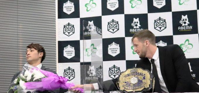 【DDT】UNIVERSAL王座戦調印式で上野勇希はクリス・ブルックスの悪ふざけにうんざり!