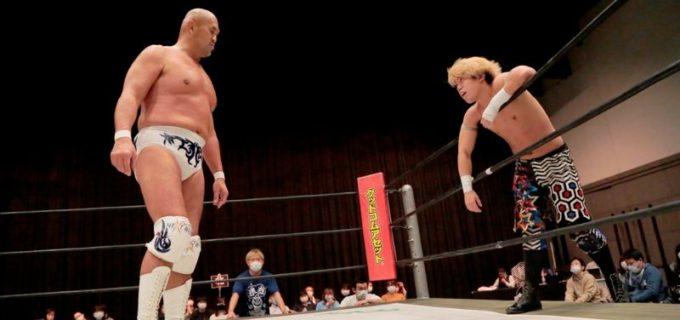 【DDT】秋山準が2戦目で「D王」初白星を挙げ、対戦相手の勝俣瞬馬を「準烈」に勧誘!