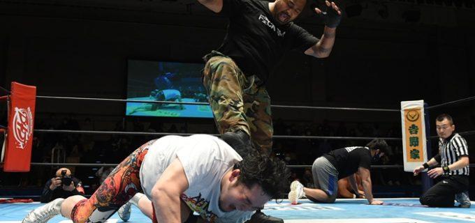 【新日本】ファレがKOPWトロフィー破壊を目論むも矢野が身を挺して守る<12.22後楽園>