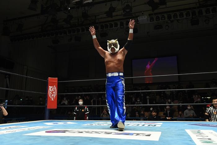 """【新日本】タイガーマスクが長期欠場から復帰!「また、""""厳しいタイガーマスク""""でいきたいと思ってます」<12.21後楽園>"""