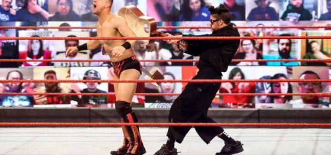 【WWE】グラミー賞受賞者バット・バニーがWMで対戦要求するミズにギターショットで返答