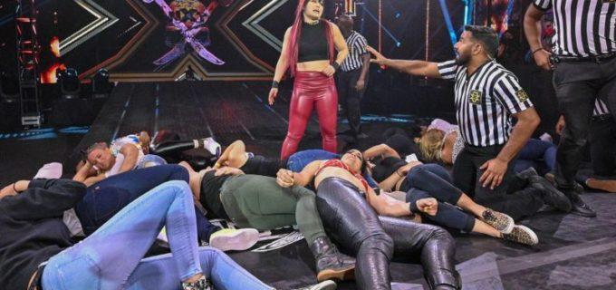 【WWE】紫雷イオがラケル・ゴンザレスと大乱闘の末、執念のボディプレス弾「見たか!私が一番だ」