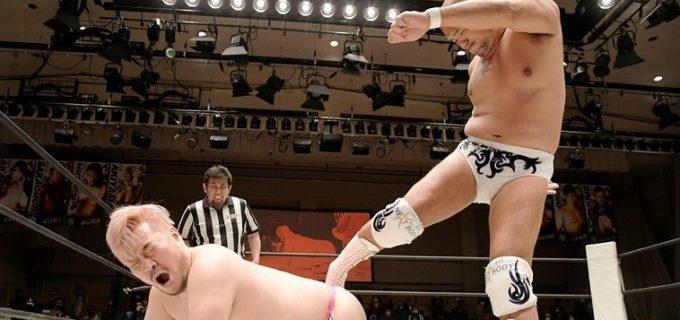 【DDT】KO-D無差別級王者・秋山準がディーノの男色殺法を受けきってV2!6・6さいたまSAでの「サイバーフェス」でHARASHIMAを迎撃へ