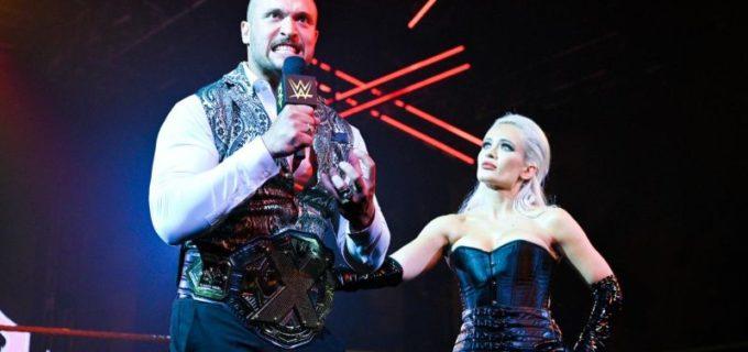 【WWE】王者クロスがベイラーらとの乱闘を制するもガルガノ&セオリーに襲撃KOされる