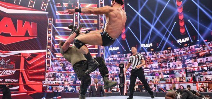【WWE】マッキンタイアが王者ラシュリーとストローマンをクレイモア葬