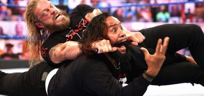 【WWE】挑戦者エッジがジミーを鉄パイプ・クロスフェイスで沈めて王者レインズを挑発