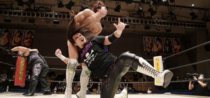 【DDT】佐々木大輔がUNIVERSAL王者・上野勇希を流血地獄に追いやり、盗んだベルトを再び持ち去った!
