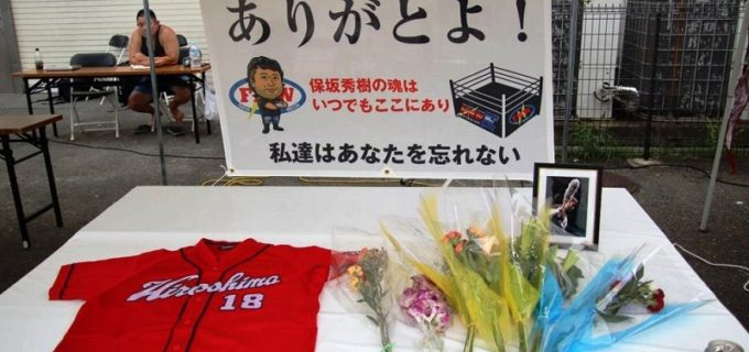 【FMW-E】保坂秀樹さんの献花台が設置され、追悼の10カウントゴングが鳴らされた!大仁田「保坂がいてくれたから、僕は今もこのリングに立っている」