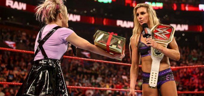"【WWE】王者シャーロットと""小悪魔""アレクサがプレゼントの人形シャーリーを巡って乱闘"