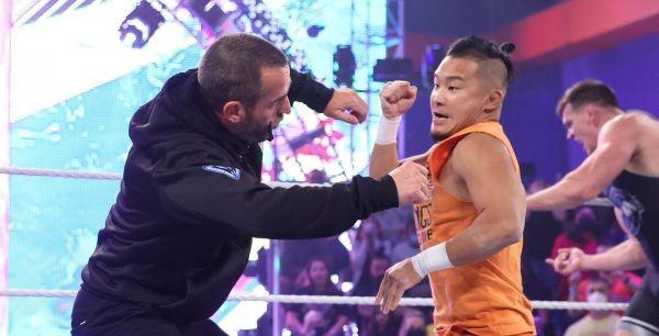 【WWE】KUSHIDAがイケメン二郎の救出に現れるもダイヤモンド・マインが返り討ち!
