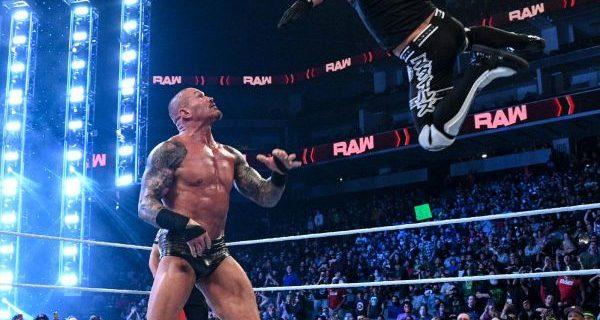 【WWE】AJスタイルズ&オモスがPPVを前にロウタッグ王者RKブロを襲撃KO