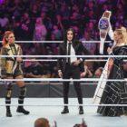 【WWE】新王者シャーロット・フレアーが名乗りを上げるサーシャ・バンクスと乱闘