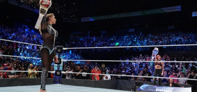 【WWE】2大女子王者シャーロットとベッキーがタイトルを掲げて視殺戦