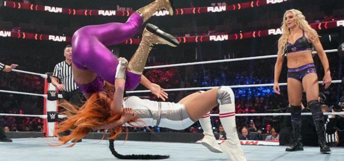 【WWE】王者組ベッキー&シャーロットとサーシャ&ビアンカのタッグ戦が大混乱!収拾つかずにノーコンテスト